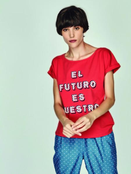 Las camisetas con mensajes son las grandes triunfadoras del street-style
