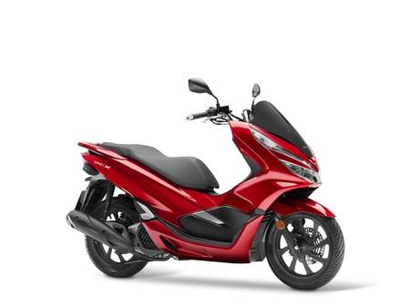 El Honda PCX125 se renueva en 2018 para volverse más potente y ahorrador: 400 km con 8 litros