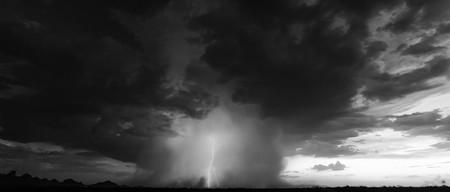'Pulse 4K', un timelapse 4K que demuestra que las tormentas son aún más impresionantes en blanco y negro