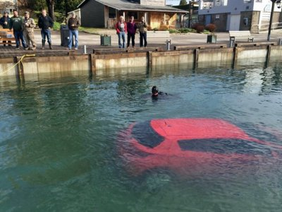 Los GPS no aciertan siempre, pregunta a esta mujer que acabó en el fondo de un lago