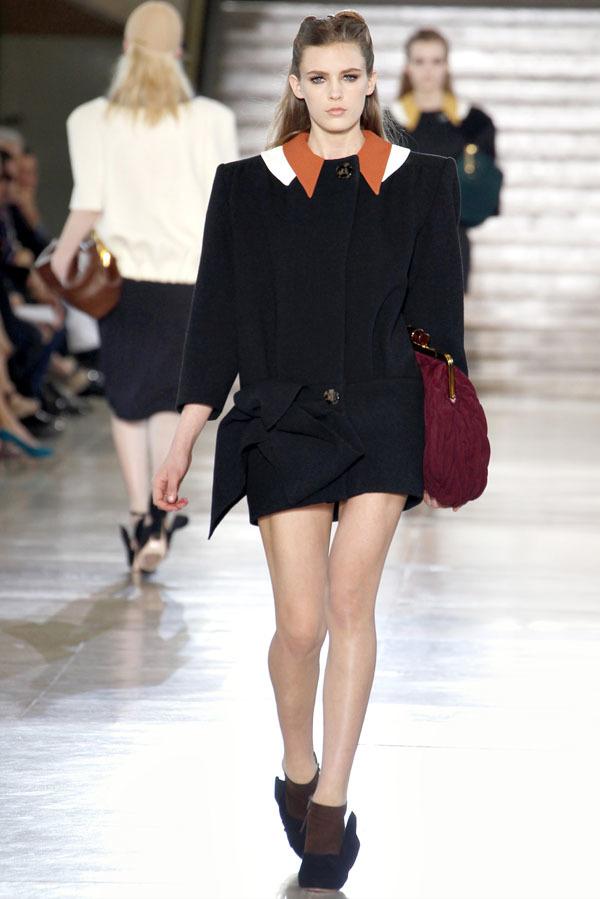 Foto de Miu Miu Otoño-Invierno 2011/2012 en la Semana de la Moda de París: Miuccia Prada al rescate (18/20)