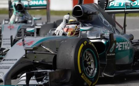 Lewis Hamilton gana una carrera sin oposición