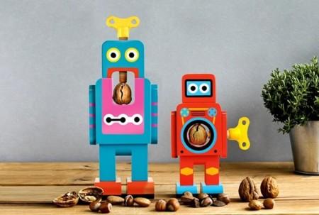 Robots de madera que ejercen de cascanueces