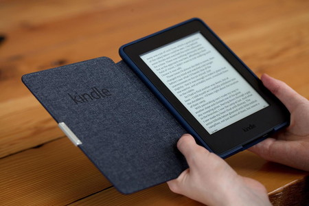 Amazon Kindle Paperwhite 2015, em 1500x1000 Mão