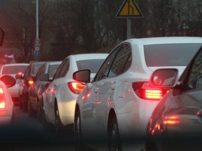 Tu auto es el peor lugar para respirar si estás en el tráfico (y así de fácil puedes solucionarlo)