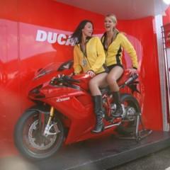 Foto 19 de 35 de la galería las-pit-babes-de-estoril-en-una-ducati-1098 en Motorpasion Moto