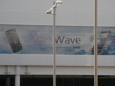 Aparece un enorme cartel en el MWC de Samsung Wave, el primer terminal con bada