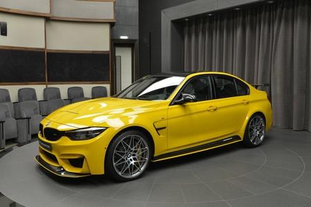 Este BMW M3 tiene, además de un color poco discreto, el spoiler delantero del M4 GTS