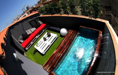 Ens anos tu casa la peque a pero impresionante terraza for Diseno de piscinas en espacios reducidos