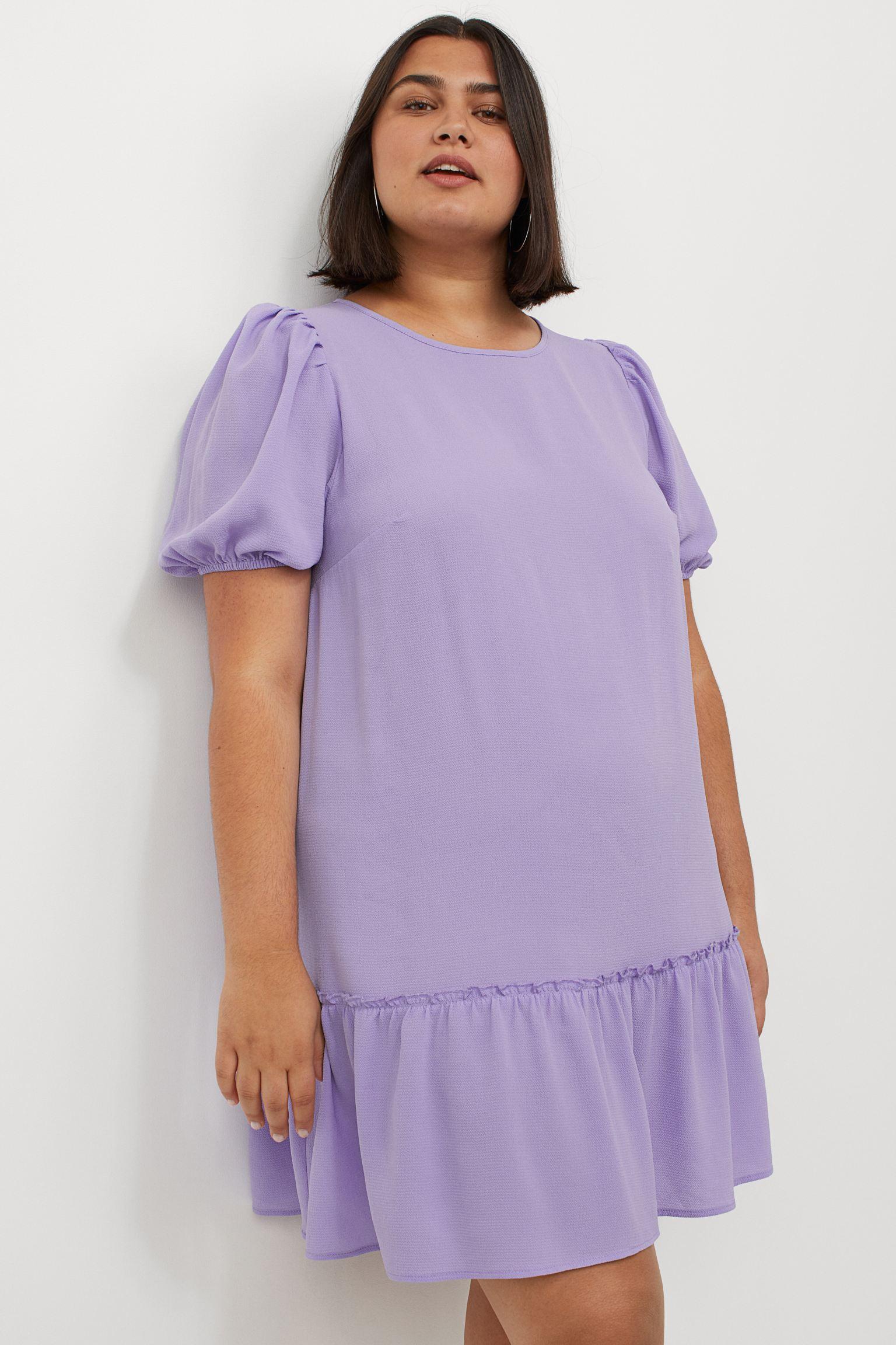 Vestido corto recto de tela con cuello redondo y manga corta abullonada con ribete elástico