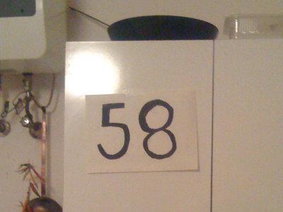 Ahuyentar a las moscas con el número 58, la leyenda urbana que ha llegado este verano al norte de España
