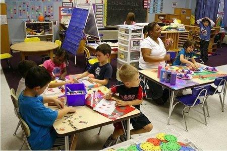 El gobierno planea ampliar el número de niños por clase para recortar gastos