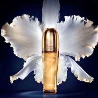 Si buscas hidratación máxima y un tratamiento antiedad de puro lujo, toma nota del nuevo Aceite Imperial de Guerlain
