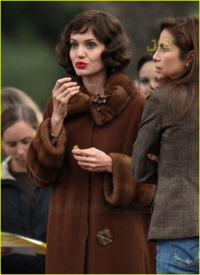 Foto de Angelina Jolie en el set de 'The Changeling' de Clint Eastwood (8/14)