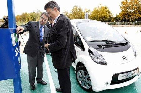 El Gobierno pide un puesto de recarga por cada 20 vehículos en aparcamientos públicos y edificios empresariales