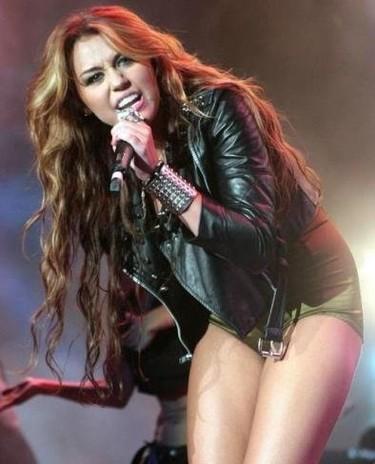 Miley Cyrus vacía su armario por una buena causa