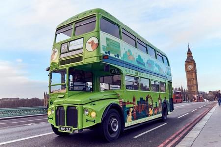 Londres nunca dejará de sorprendernos: así es el nuevo autobús turístico para visitantes muy perrunos
