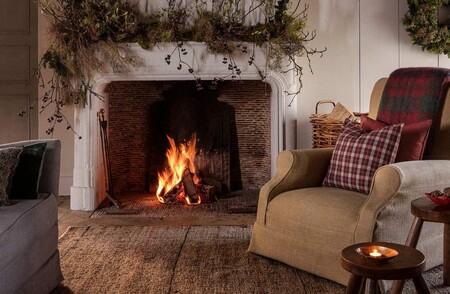 Cuatro formas de conseguir las mejores chimeneas y escaleras decoradas de Navidad con muy poco esfuerzo