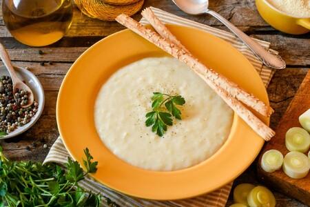 Cómo preparar un buen puré de puerros y patatas y conseguir un plato de cuchara fácil y delicioso