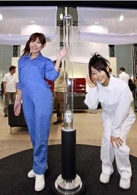 Diseño de altavoces en forma de columna de Sony