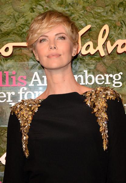 El look de Charlize Theron en la gala inaugural del Wallis Annenberg Center for the Performing Arts en Los Angeles