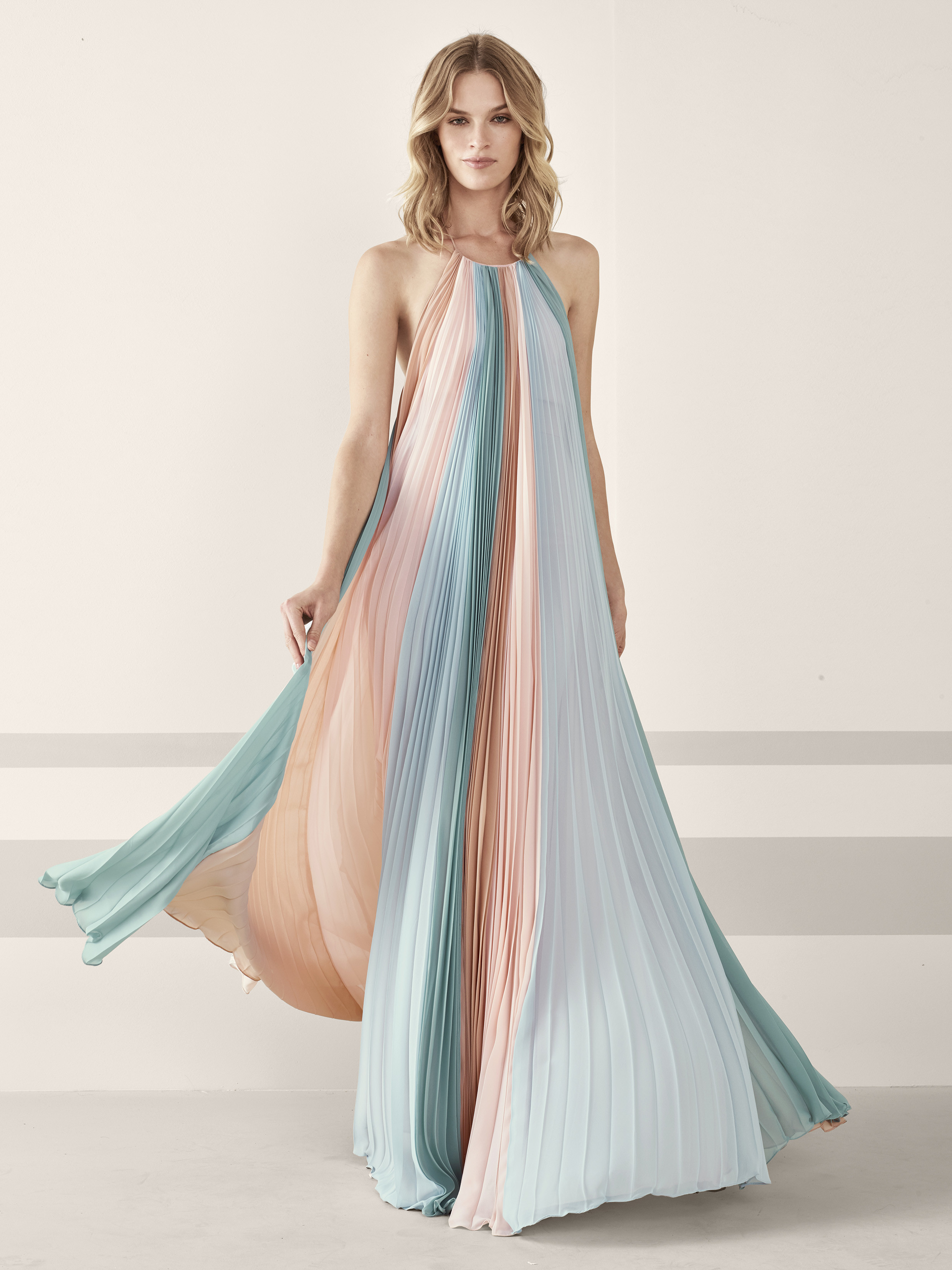 Foto de vestidos de fiesta de Pronovias 2019 (47/161)