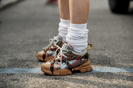 Clonados y pillados: Uterqüe se atreve a lanzar una zapatilla deportiva inspirada en la de Gucci