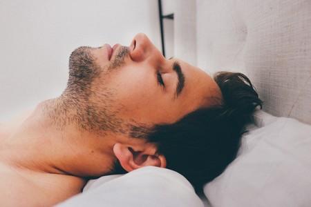 Chico en la cama