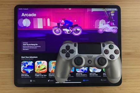 La mayoría de juegos soportan mandos de control en todas las plataformas, incluido el Dualshock de PS4 y el mando bluetooth de Xbox One
