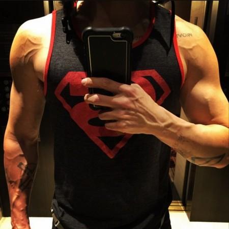 Jared Leto muestra los músculos del Joker