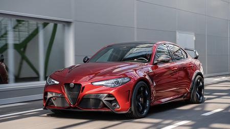 El Alfa Romeo Giulia GTA revive una leyenda: 540 hp a dieta de fibra de carbono