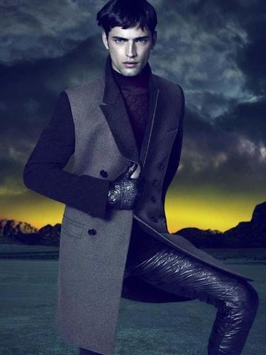 Versace, campaña de la colección Fall/Winter 2011 por Mert Alas y Marcus Piggott