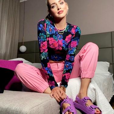"""Los pies de las chicas de moda se visten de Chanel con unas sandalias """"ugly"""" (o de toda la vida)"""