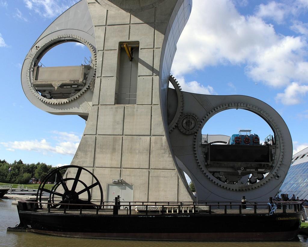 Una noria gigantesca para pasar barcos de un canal a otro: así es la enorme Rueda Falkirk