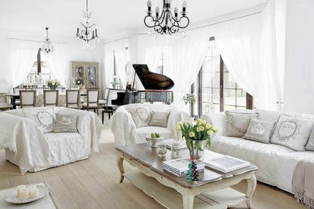 Un piso blanco con aires clásicos en Varsovia