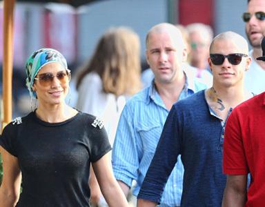 Las famosas se cubren el pelo con turbantes y pañuelos, ¡me apunto!