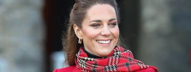 Kate Middleton luce un sofisticado look navideño con este  precioso abrigo rojo