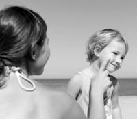 3 cremas de sol para niños que puedes usar tú (y tu chico)