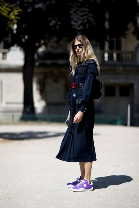 Siete vestidos negros y siete zapatillas para conseguir el combo ganador de esta temporada (de los más sencillos a los más fashionistas)