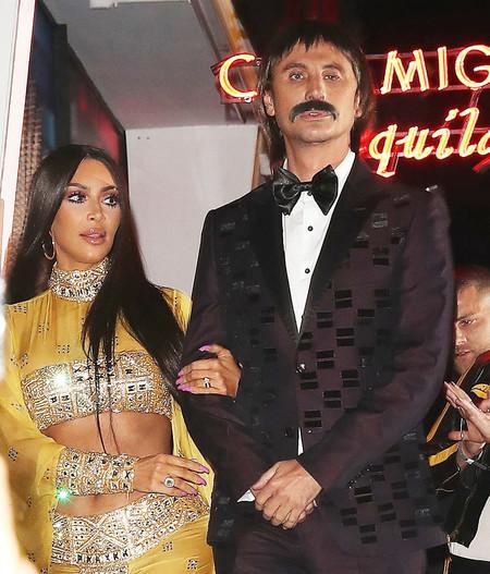 Kim Kardashian se disfraza de Cher y su maquillaje enamora a media población