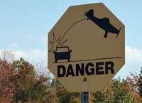 Extraña señal de tráfico: ¿Peligro de avionetas?