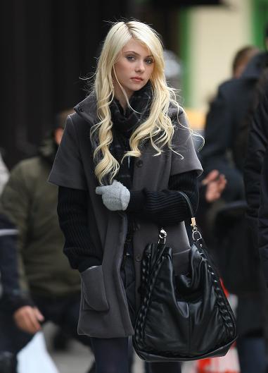 Contra el frío: los looks de invierno de Taylor Momsen con prendas Mango