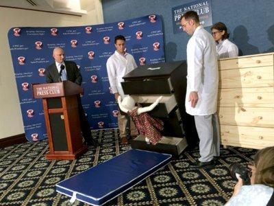 Ikea retira 35 millones de cajoneras en Estados Unidos y Canadá después de que seis niños murieran aplastados; en España no se retirarán