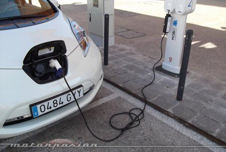Encuesta a los lectores de Motorpasión: seis preguntas sobre coches híbridos y eléctricos