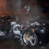 ¿Quemarías tu Ferrari 458 Italia para que papá te comprase el nuevo 488 GTB? Este chaval, sí