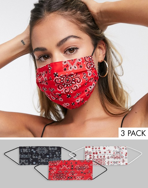 Pack de tres mascarillas con estampado de bandana.