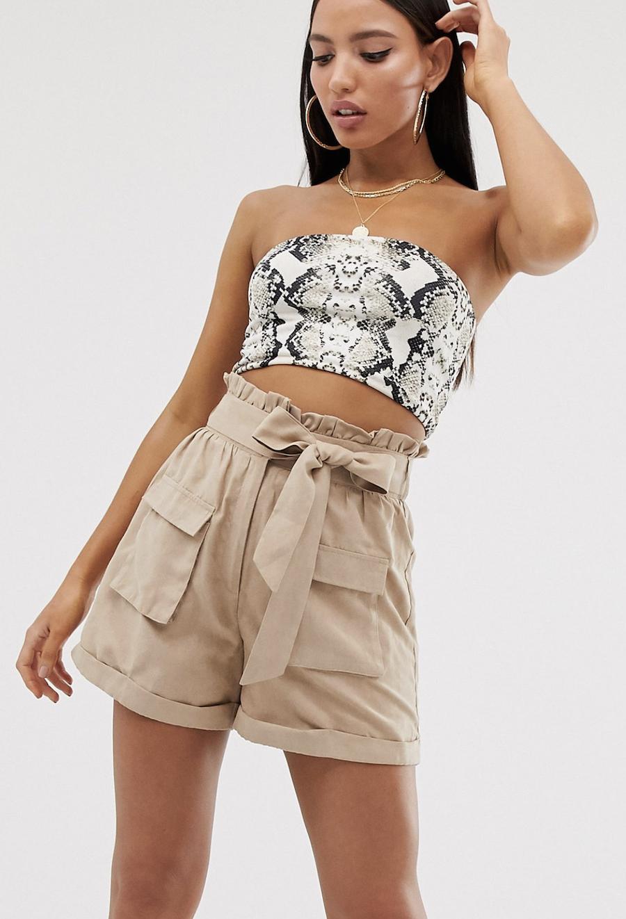 Pantalones cortos con cintura paperbag de antelina beis de Missguided Tall