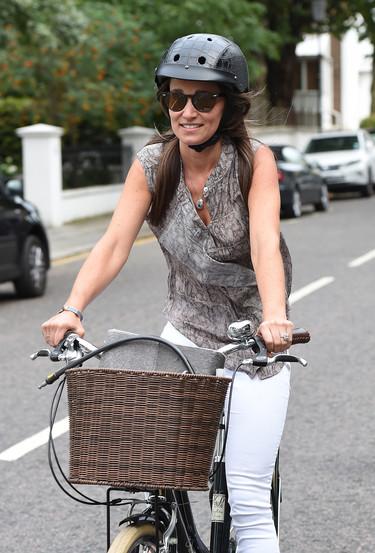 Pippa Middleton cumple 33 años y lo celebra montando en bici pero sin quitarse su anillo de compromiso