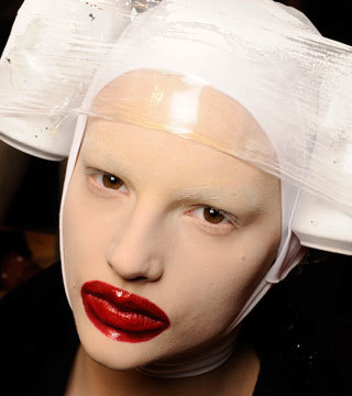 mcqueen_beauty_v_12mar09_00080h_bt.jpg