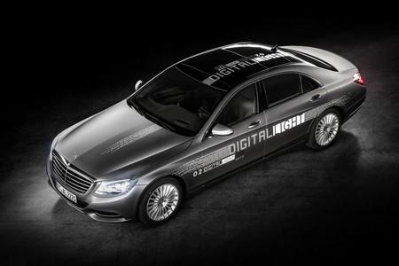 Mercedes-Benz Digital Light, una iluminación que hasta te permitirá crear pasos peatonales